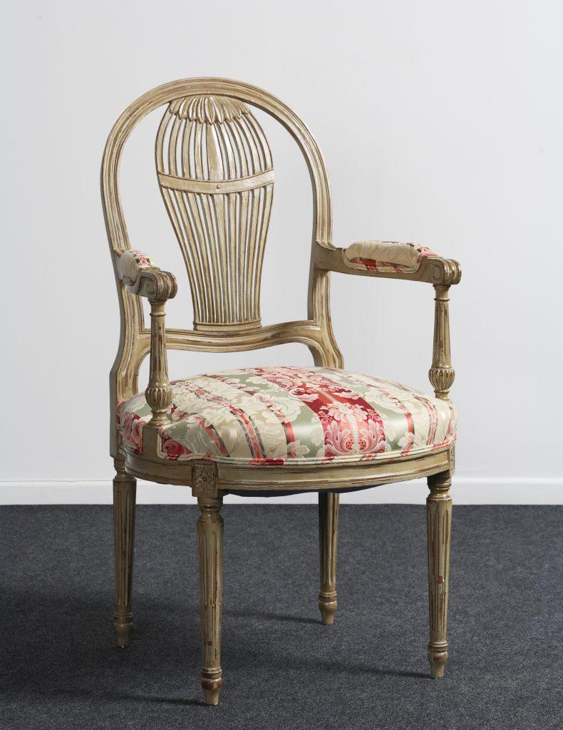 fauteuil montgolfi re bout de table style louis xvi balzarotti cr ateur de meubles et si ges. Black Bedroom Furniture Sets. Home Design Ideas