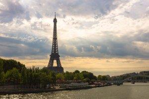eiffel-tower-1562994_640-source-pixabay-picture-kretktz-greg-krycinski